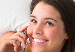The girl speaks by phone