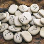 Магия рун: как поймать удачу и богатство за хвост?