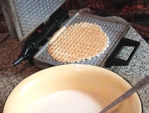 Советская вафельница и тесто