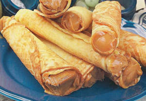 Wafer rolls with condensed milk
