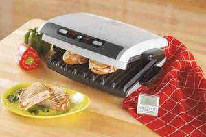 Приготовленное мясо в электрогриле