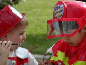 Дети в костюме пожарных