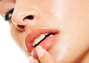 Lip massage with fingers