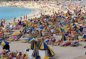 A lot of people on the beach of the Canary Islands