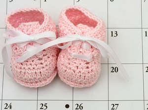 Children's shoes on the calendar