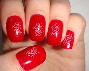 Red nails with a pattern