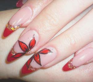 Leaf patterns on long nails