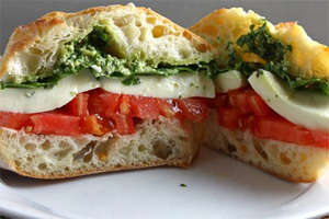 Caprese with baguette