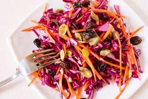 Салат из красной капусты (рецепты приготовления продукта)