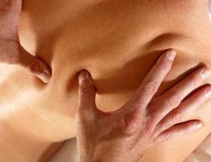 Нажатие на точки на спине