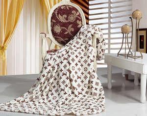 Плед на стуле