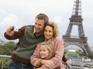 Family is photographed against the background of the Eiffel Tower