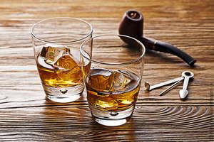 Стаканы с виски