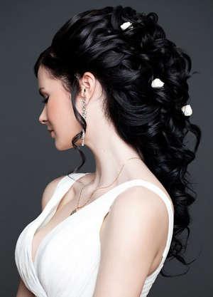 Причёски для тёмных волос