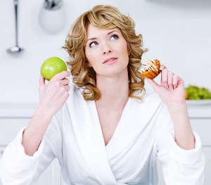 Женщина думает что съесть