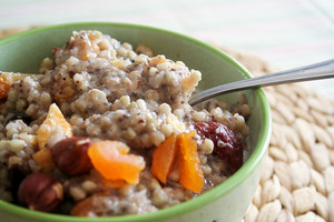Porridge with dried fruits