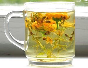 Mug with herbal tincture