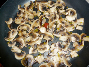 Frying champignons with onions