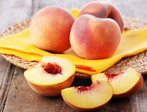 Whole and sliced peaches