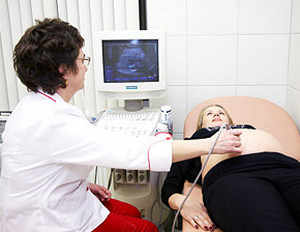 The doctor makes the woman an ultrasound