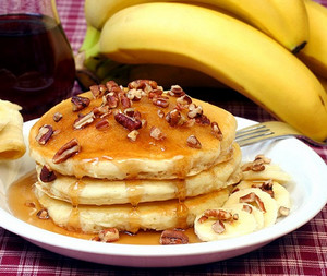 Pancakes with bananas and nuts