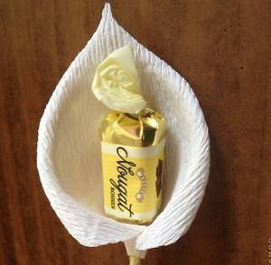Бутон каллы с конфетой