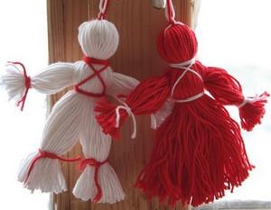 Красная и белая куклы Вуду из пряжи