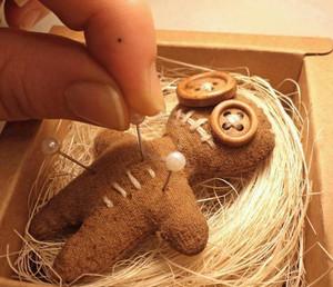 Кукла Вуду на соломе