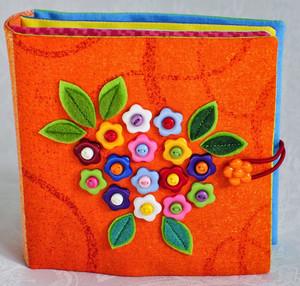 Маленькая книжечка с цветочками