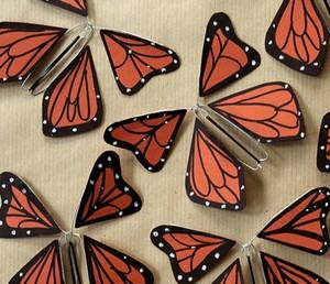 Украшения в виде бабочек из картона