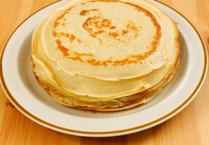 фото блины на тарелке