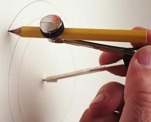 Рисование окружности циркулем