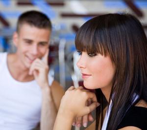 Как обратить на себя внимание мужчины психология — Все вопросы