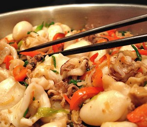 Stewed squids with vegetables
