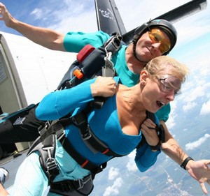 Woman with an instructor jumping with a parachute