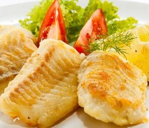 Кусочки рыбного филе с помидорами