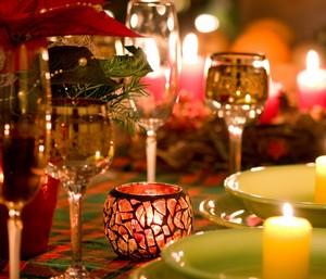 Свечи и бокалы для романтического ужина