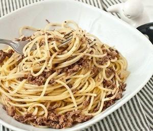 Спагетти с тушенкой
