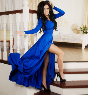 Dark-haired woman in a blue dress to the floor