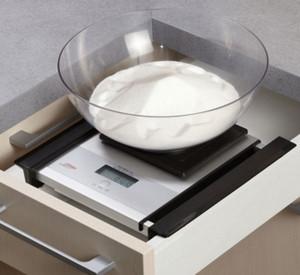 Кухонные весы в ящике стола