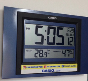 Electronic clock with additional functionality