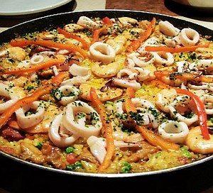 Паэлья с морепродуктами и перцем