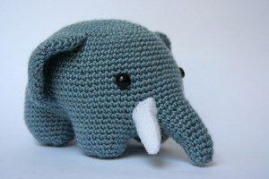 Вязанный слон