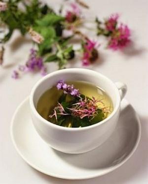 Чай из чертополоха и чашке
