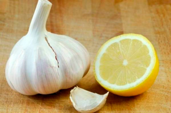 Simple cleaning of vessels with garlic and lemon