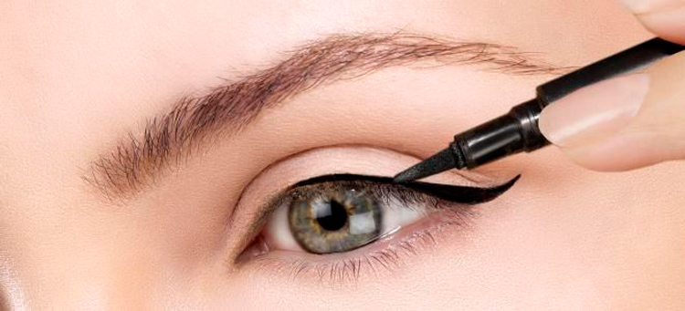 How to draw arrows on eyes with eyeliner