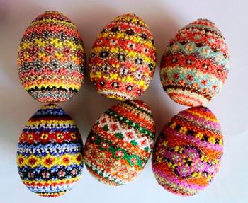 плетение бисером пасхальных яиц