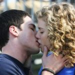 Simple rules for the first kiss
