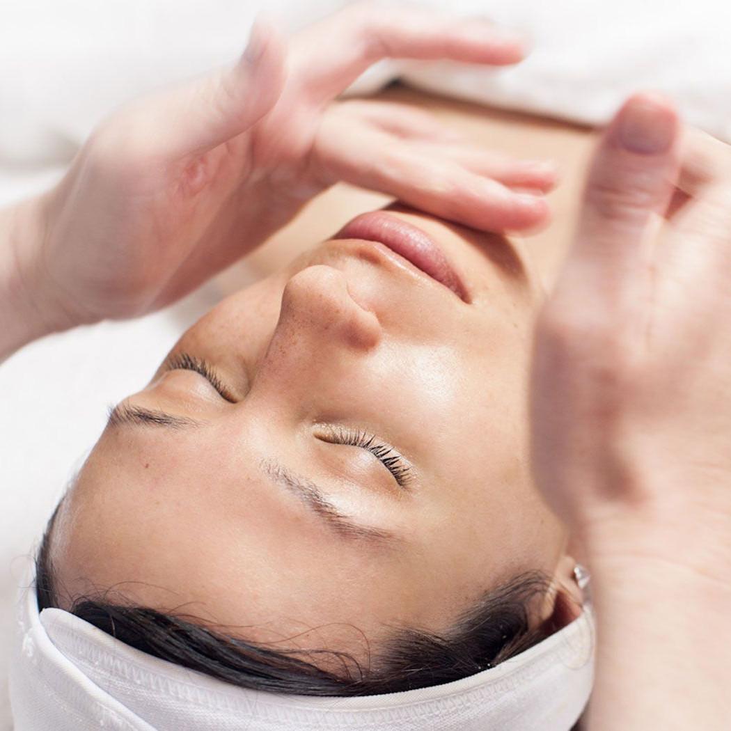 Омоложение без боли и хлопот посредством классического массажа лица