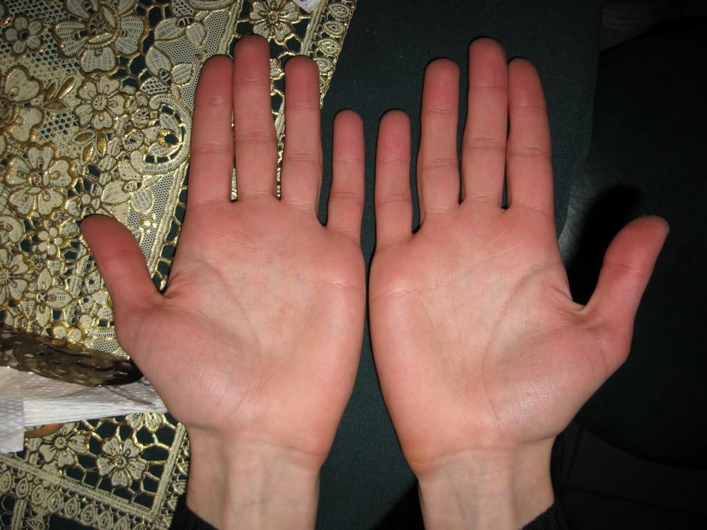 частное фото женской руки надо